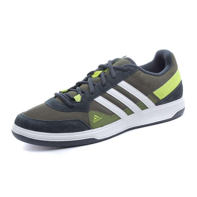 阿迪男鞋板鞋