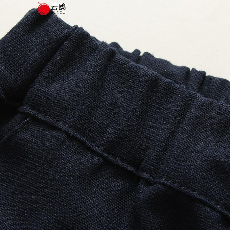 男士灰色棉麻裤子搭配鞋
