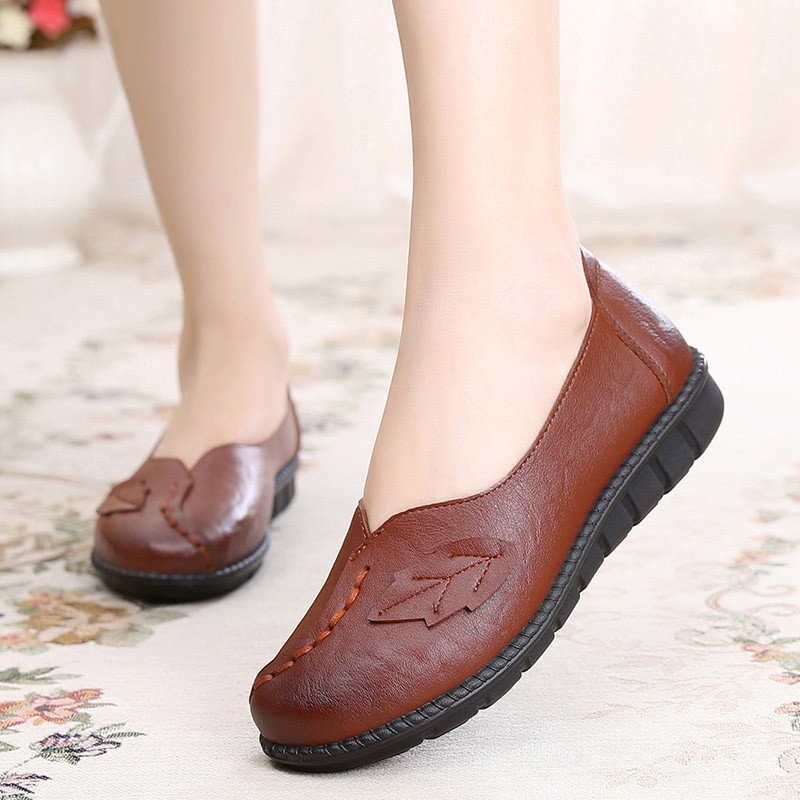 2017新品春季大码妈妈鞋树叶手工缝线孕妇单鞋圆头中老年女皮鞋平跟图片