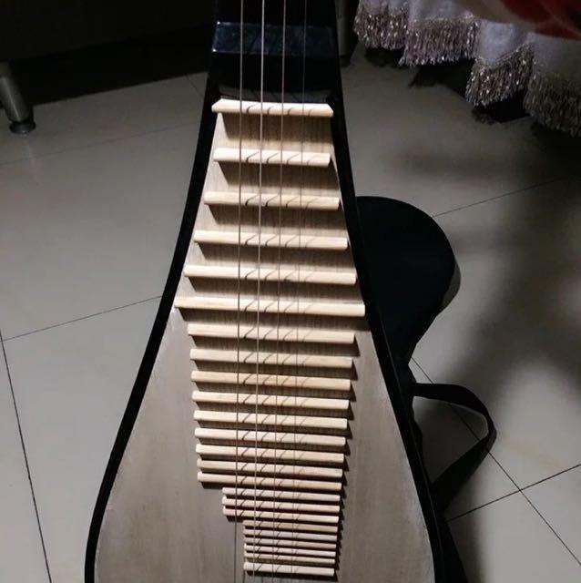 幼儿纸箱手工制作琵琶